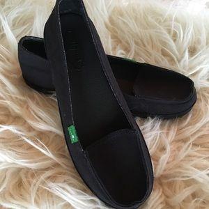 Sanuk size 6 black fabric flats new